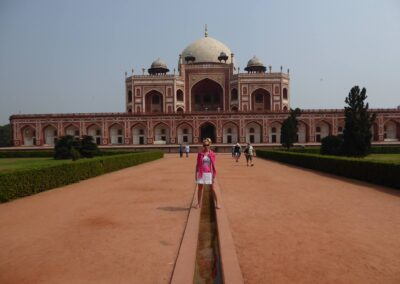 Rachelle Ginsberg At Mosque In Delhi India