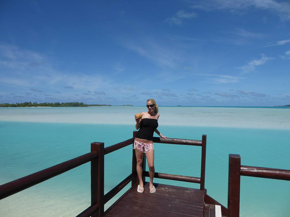 Rachelle Ginsberg at the beach in Cook Islands